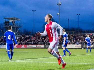 Voor de Europees topscorer van Ajax A1 is het ook tegen Dinamo Kiev snel raak. Kaj Sierhuis maakt al na elf minuten de 1-0 in de achtste finales. (21-02-2017)