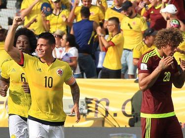 James Rodríguez (ctr.) celebra un tanto con Colombia. (Foto: Imago)