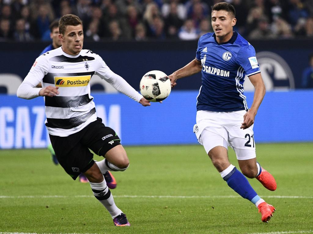 Hazard (l.) bekommt es auch in der Europa League mit Schöpf und dem S04 zu tun
