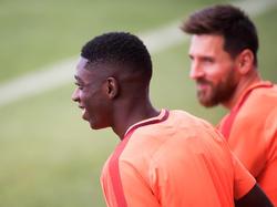 Ousmane Dembélé (l.) freut sich auf seine Rückkehr beim FC Barcelona