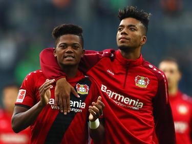 Leon Bailey (l.) soll auch weiterhin für Bayer Leverkusen auflaufen