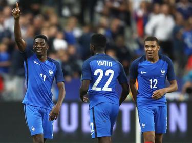 Ousmane Dembélé (l.) und Kylian Mbappé (r.) lassen England verzweifeln