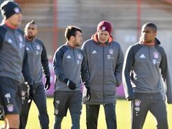 Trainer Carlo Ancelotti (2.v.r.) und der FC Bayern haben Respekt vor Mainz