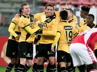 De spelers van NAC Breda vieren een doelpunt op bezoek bij Jong FC Utrecht. (16-01-2017)