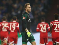 Ralf Fährmann hadert mit dem Referee