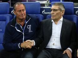 Der FCSchalke 04 bereitet Huub Stevens (l.) einen emotionalen Abschied - auch dank Rudi Assauer (r.)