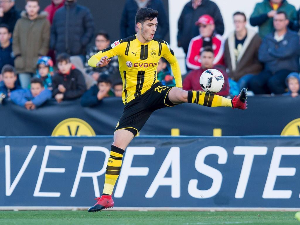 VfB-Stuttgart-Trainer Hannes Wolf würde BVB-Talent Mikel Merino gerne verpflichten