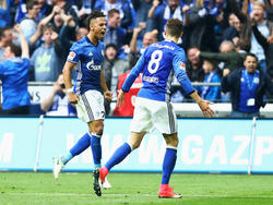 Nach seinem Derby-Tor begnügte sich Schalkes Kehrer (l.) mit einem Jubel-Lauf