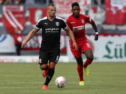 Der Hallerscher FC verlängert mit Toni Lindenhahn (li.)