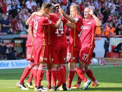 Union Berlin bejubelt das 2:0 im Spiel gegen den KSC