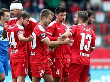 Die Spieler von Rot-Weiß Erfurt sind noch einmal mit einem blauen Auge davongekommen
