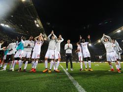 RB Leipzigs Spieler feiern mit ihren Fans