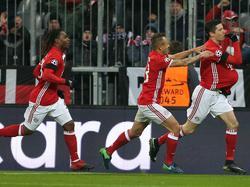 Robert Lewandowski (r.) schoss Bayern München zum Sieg gegen Atlético