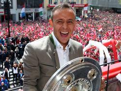 Rafinha hat seinen Vertrag beim FC Bayern München verlängert
