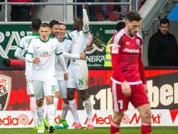 Kruse (in der Jubeltraube) gelang gegen Ingolstadt ein Viererpack