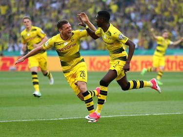 Ousmane Dembélé (dcha.) anota un tanto contra el Eintracht. (Foto: Getty)
