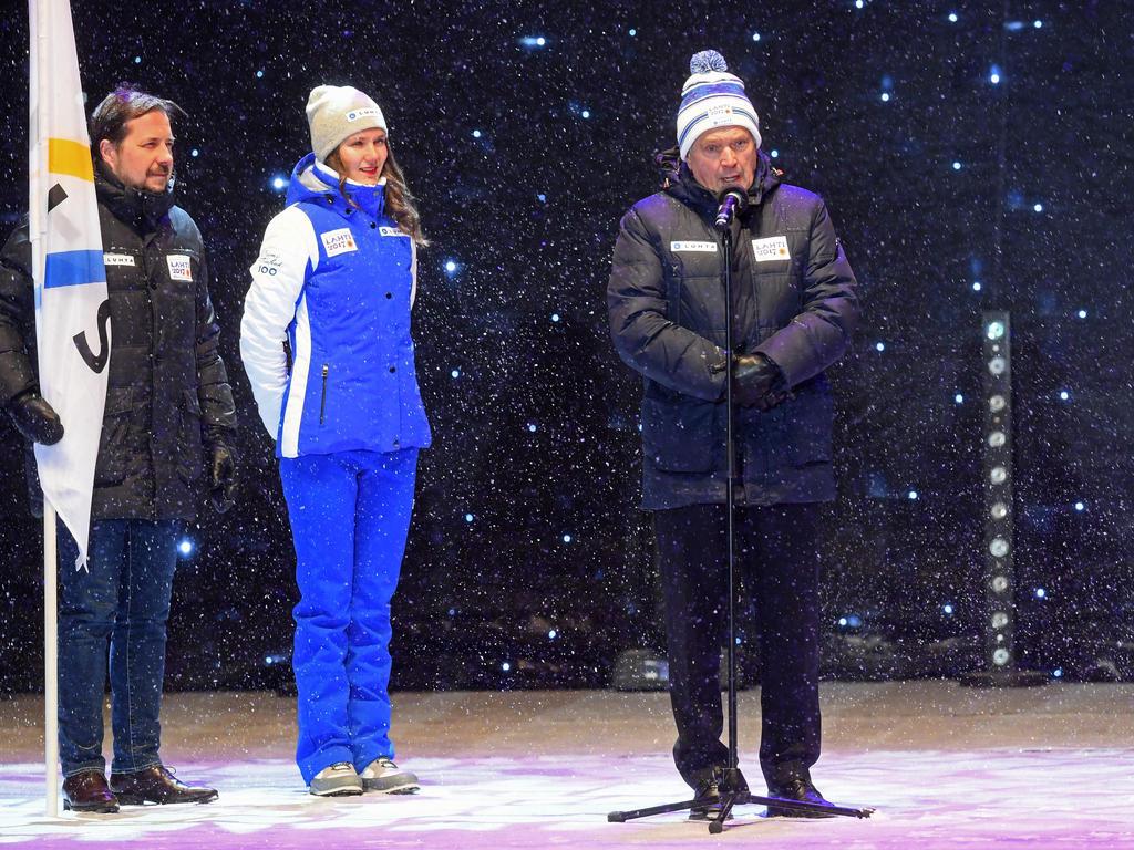 Finnlands Staatschef Sauli Niinistö (re.) und weitere Offizielle haben die WM in Lahti eröffnet