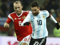Lionel Messi (r.) und Co. setzten sich knapp gegen Russland durch