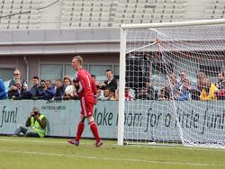 Stan van Bladeren schreeuwt het uit nadat hij een penalty keert. De jonge goalie loodst met zijn redding tegen Club Guarani zijn ploeg naar de finale van Copa Amsterdam. (25-05-2015)