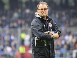 Ewald Lienen ist mit dem FC St. Pauli weiter in der Krise
