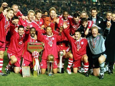 Die Weltpokalsiegermannschaft des FC Bayern: Mit dabei unter anderem Claudio Pizarro unten links