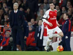 Özil macht seine Zukunft bei Arsenal von Wenger abhängig
