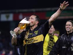 Willi Landgraf feiert 2006 den Aufstieg mit Alemannia Aachen und verabschiedet sich