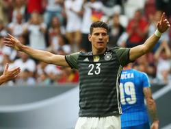 Mario Gomez erzielte im Testspiel gegen die Slowakei per Elfmeter das 1:0