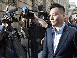 Li Yonghong a su llegada al encuentro con Berlusconi (Foto: AFP)