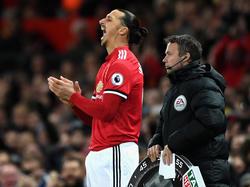 Zlatan Ibrahimovic beklatscht lautstark die Leistung seines Klubs Manchester United