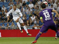 Ronaldo ejecuta un golpeo que acaba entrando por la escuadra. (Foto: Imago)
