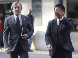 Manager Kim Koh begleitet Jesus Garcia Pitarch (links) zu dessen Präsentation