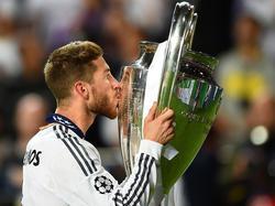 Sergio Ramos mit dem Champions League Pokal von 2014