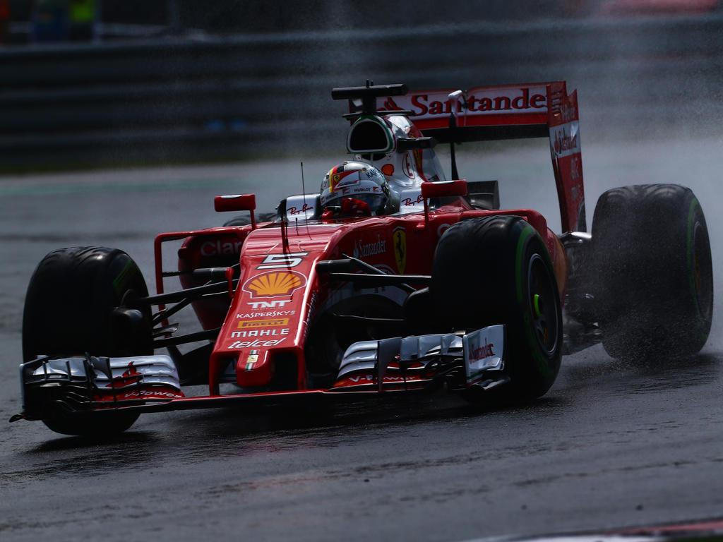 Sebastian Vettel ist mit den Regenreifen von Pirelli nicht zufrieden