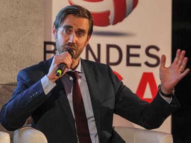 Der CEO der Swiss Football League, Claudius Schäfer, hat sich schon öfters mit seinen österreichischen Kollegen ausgetauscht