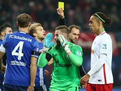"""""""Zum Kotzen!"""" - Ralf Fährmann findet nach der Fehlentscheidung gegen Schalke 04 deutliche Worte."""