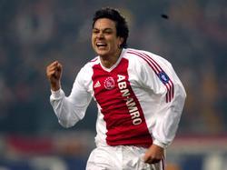 Jari Litmanen juicht als hij voor Ajax scoort in de Champions League-wedstrijd tegen AS Roma. (10-12-2002)