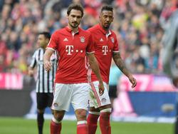 Hinter den Einsätzen von Mats Hummels (li.) und Jérôme Boateng in Madrid steht noch ein großes Fragezeichen