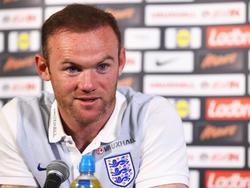 Wayne Rooney en rueda de prensa con la indumentaria de Inglaterra. (Foto: Getty)