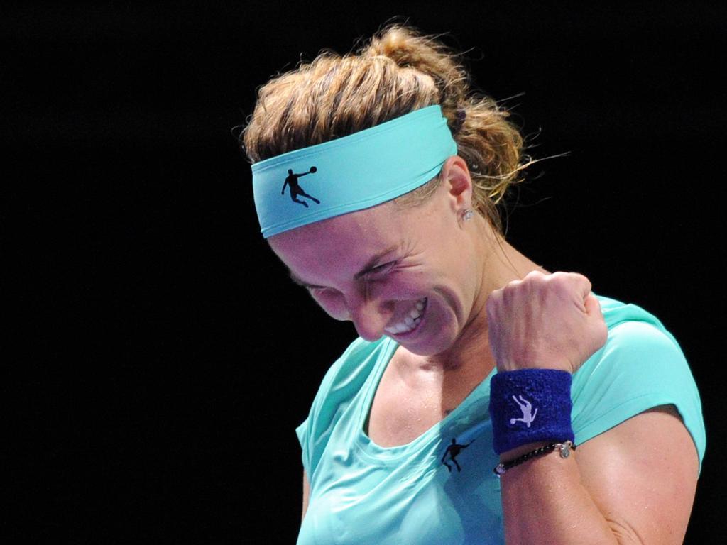 Kuznetsova schnitt sich während des Matches die Haare