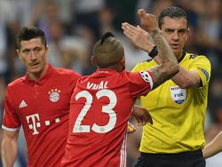 Robert Lewandowksi (l.) und Arturo Vidal kritisierten Referee Viktor Kassai
