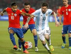 Messi tuvo que aparecer con su talento para rescatar a Argentina del precipicio. (Foto: Getty)