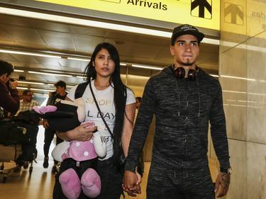 Cristian Arango a su llegada al aeropuerto de Lisboa. (Foto: Imago)