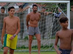 Gianluigi Buffon kickte in seinem Urlaub mit ein paar Kids