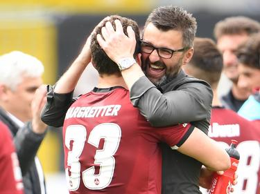 Michael Köllner (r.) darf sich auf eine weitere Saison beim 1. FC Nürnberg freuen