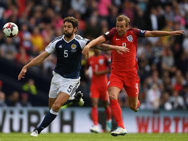Harry Kane (r.) traf zum 2:2 für England in Glasgow