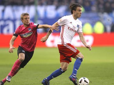 El sueco Albin Ekdal selló una larga jugada del Hamburgo: (Foto: Getty)