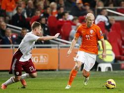 Arjen Robben (r.) kann vorerst nicht für die Niederlande auflaufen