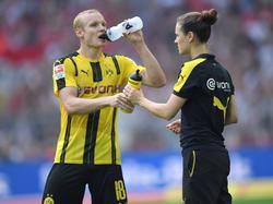 Mehrere Trinkpausen mussten alle Bundesliga-Kicker am brütend heißen BuLi-Wochenende einlegen