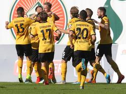 Die Spieler von Dynamo Dresden holten auch in Rostock drei Punkte